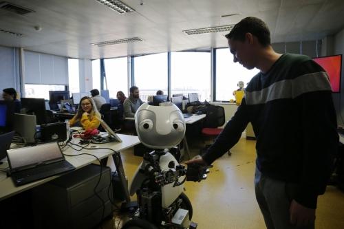 Reportagem sobre robôs em Portugal, para a revista Domingo.